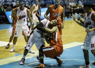 Banchero completes wild Alaska run to steal win from Meralco