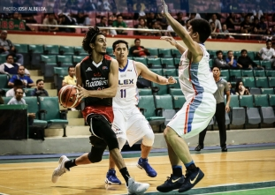 Mahindra runs through NLEX behind Mallari's career high
