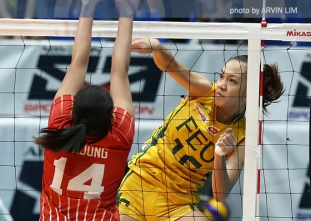 FEU stops two-game skid, still alive in semis race
