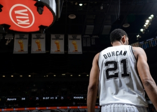 Happy birthday Tim Duncan! (April 25, 1976)