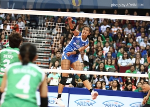Valdez leads Ateneo past DLSU in Battle of the Rivals