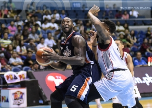 Durham's triple-double gives Meralco solo first