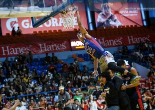 Flores jumps over Empoy, two others to win Slam Dunk Contest