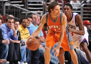 THROWBACK: Steve Nash dishes out 20 assists vs the Sixers