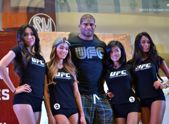 Alistair Overeem in Manila/ Octagon Girl Manila Finalists Re