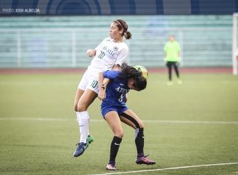 DLSU blasts Ateneo to take solo first in women's football