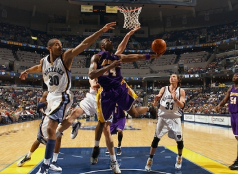 THROWBACK: Kobe Bryant gets 60 points vs the Grizzlies