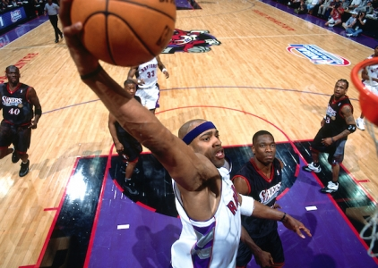 THROWBACK: Vince Carter stars as Raptors rout 76ers